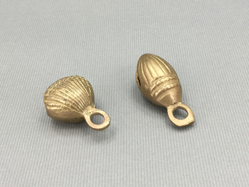 グングル:貝やアーモンドの形をしたグングル