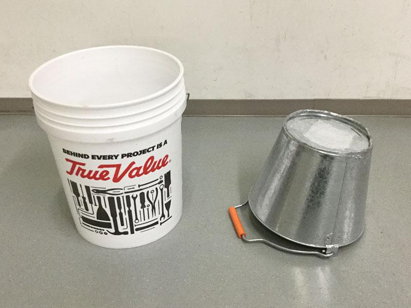 バケツの太鼓:円柱のバケツや底をミュートした金属バケツ