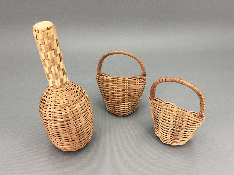 カメルーンカシシ:底の材料がなく蔦の入れ物のみのもの