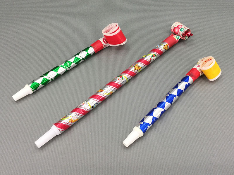 巻き取り:吹いてククルクル動くおもちゃの笛